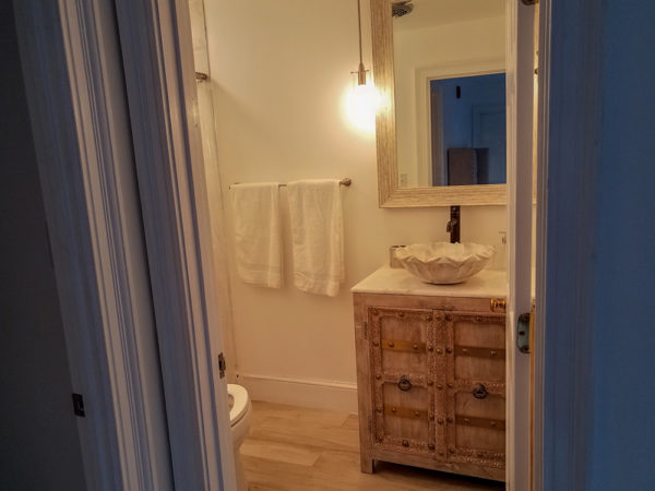 Single Queen Room with Private Bath (Room 6)